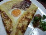 Crepe con huevo y queso