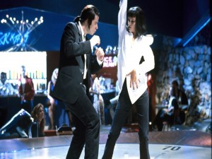 "Postal: Vincent Vega (John Travolta) y Mia Wallace (Uma Thurman) bailando en ""Pulp Fiction"""