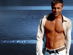 Postal: Brad Pitt descamisado
