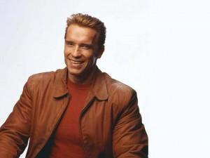Arnold Schwarzenegger sonriendo