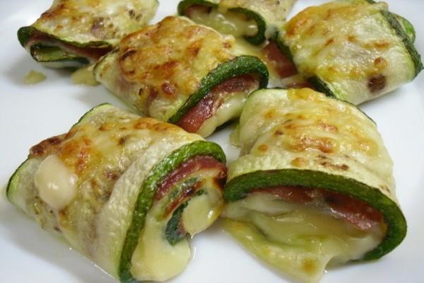 Rollitos de calabacín rellenos de queso