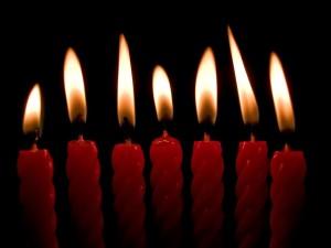 Postal: Siete velas rojas