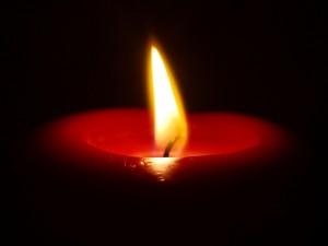 Postal: Una vela encendida