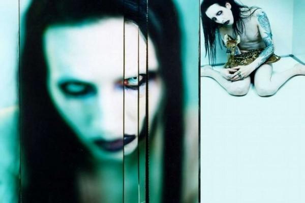 Marilyn Manson con un cervatillo