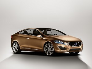 Volvo S60 de color dorado