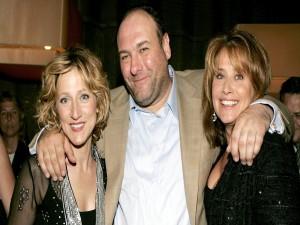"""James Gandolfini, junto a su mujer y psiquiatra en la serie """"Los Soprano"""""""