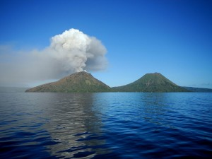 Monte Tavurvur, una parte de la caldera del volcán Rabaul, en Papúa, Nueva Guinea