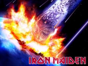 La cabeza de Eddie como un meteorito (Iron Maiden)