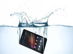Móvil Sony en el agua