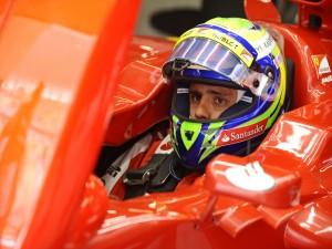 Postal: El piloto brasileño Felipe Massa en su monoplaza Ferrari