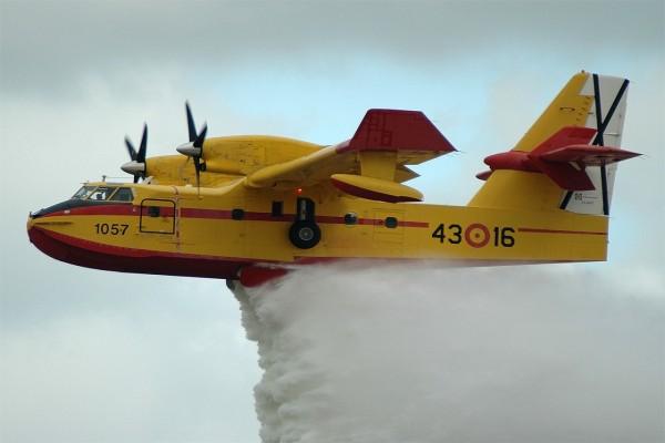 Avión anfibio Canadair CL-215, usado en la lucha contra incendios