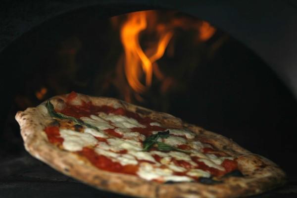 Pizza Margarita en el horno