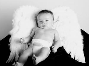 Postal: Bebé disfrazado de angelito