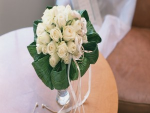 Postal: Ramo de novia compuesto de rosas blancas
