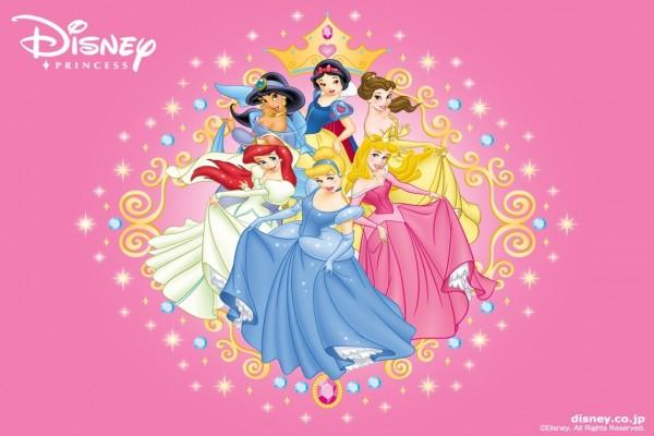 Princesas Disney con sus bonitos vestidos