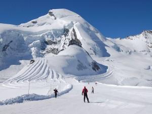 Postal: Esquiando en Allalinhorn Saas Fee Zermatt (Suiza)