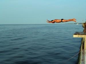 Postal: Salto al agua, en la gran bahía del sur de Long Island