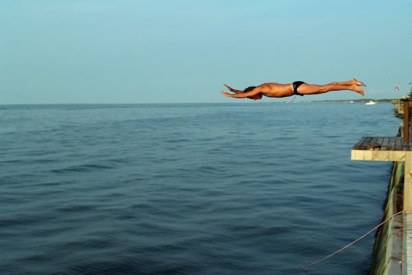 Salto al agua, en la gran bahía del sur de Long Island