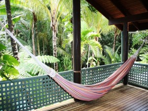 Postal: Hamaca en una cabaña en la selva