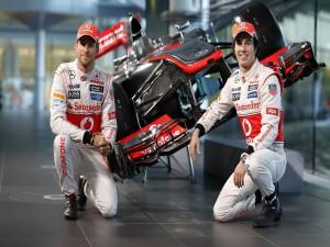 Jenson Button y Sergio Pérez, pilotos de F1 escudería McLaren (2013)