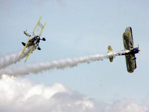 Equipo acrobático Utterly Butterly (Reino Unido) con sus Boeing Stearman
