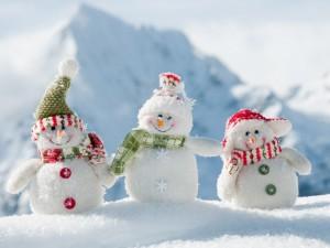 Postal: Tres muñecos de nieve