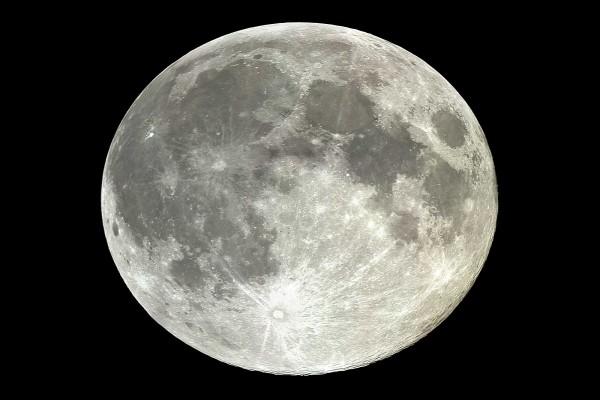La luna terrestre