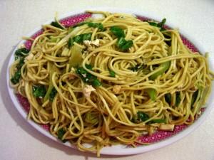 Fideos orientales con soja y espinacas
