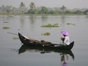 Embarcación de pesca tradicional en Kerala, India