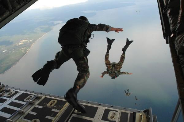 Paracaidistas de la Fuerza Aérea de los Estados Unidos