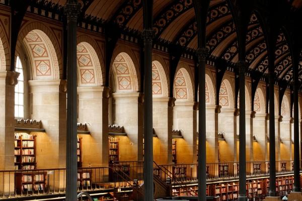 Sala de lectura de la Biblioteca Santa-Genoveva, París