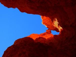Postal: Cielo azul y rocas, Cañón Bryce, Utah