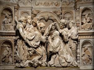 Bajorrelieve en la Capilla de la Descensión de la Virgen (Toledo, España)