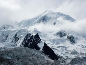 Cima del Mont Blanc vista desde la boca del glaciar