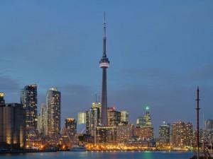 Postal: Vista nocturna de la ciudad de Toronto, Canadá