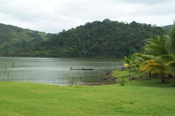 Paseo en canoa por la Laguna Azul, San Martín, Perú
