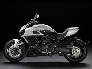 Postal: Ducati Diavel