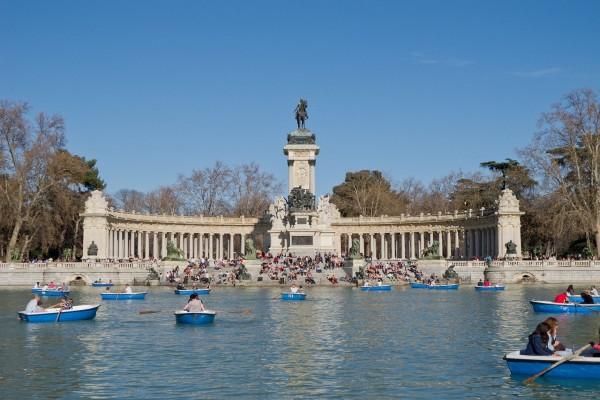 Monumento a Alfonso XII en los Jardines del Retiro, Madrid, España