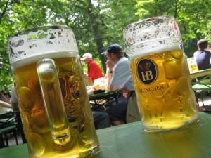 Cervezas en el Jardín de la Cerveza (Munich, Alemania)