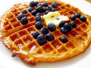 Waffle con arándanos naturales
