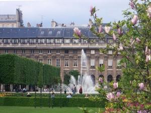 Primavera en el jardín del Palacio Royal en París (cerca del Louvre)