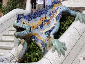 Postal: Obra artística de Antoni Gaudí, en el Parque Güell de Barcelona