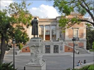 Postal: Monumento a Goya frente a la fachada norte del Museo del Prado (Madrid, España)