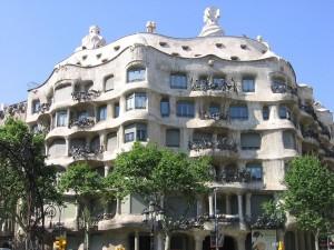 Postal: Fachada de la Casa Milà (Barcelona)