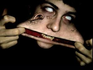 Horrible mujer zombi