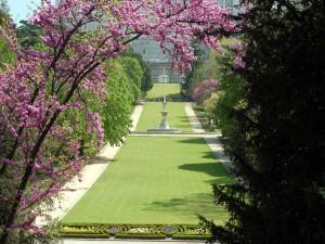 Postal: Campo del Moro, jardines junto al Palacio Real de Madrid (España)