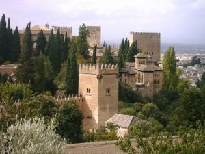 La Alhambra vista desde los Jardines del Generalife (Granada, España)