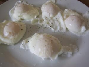 Huevos escalfados con pimienta