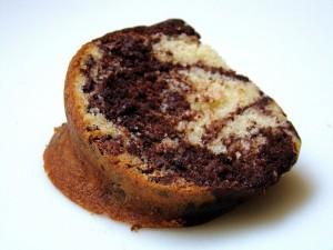Postal: Ración de bundt cake de chocolate y vainilla