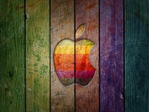 Apple, en madera de colores